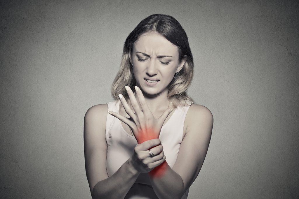 de ce rănesc articulațiile tinere