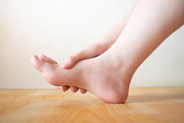 Artrita lyudmila gurchenko a mâinilor. Oaselor picioarelor osteoporoza